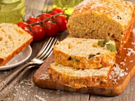 Вкусен солен кекс с маслини и пармезан - снимка на рецептата
